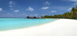 One & Only Reethi Rah - beach2