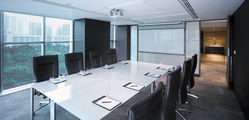 Traders Singapore  - Business Centre. Meeting Room copy