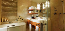The Peninsula - Deluxe-Room-Bathroom.jpg