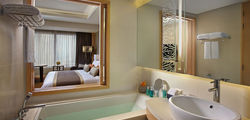 Amari Watergate Hotel - Executive Room Bathroom.jpg